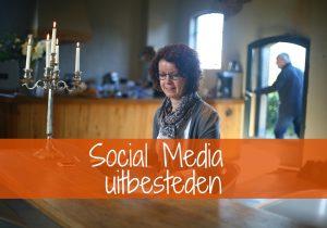 Linking, Social Media uitbesteden